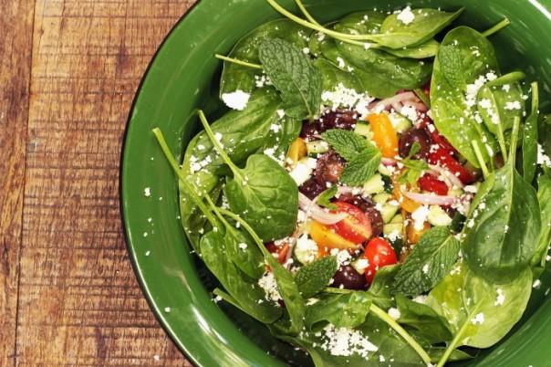 salada-grega-com-espinafre-e-chancliche-leticia-massula-para-love-my-salad-700x467