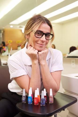 No filme, Giovanna se apresentava como a substituta de uma das manicures  que não poderia atender as clientes que estavam com hora marcada na agenda  devido a ... 5fac002da7