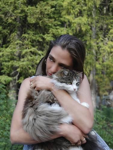mulher e gato