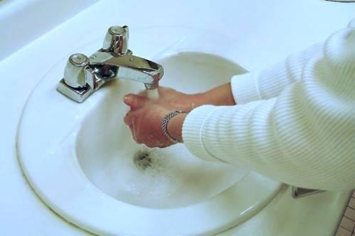 lavando mãos