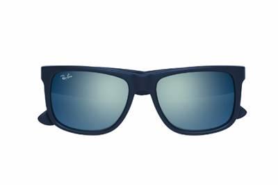 ed4e87166af59 ... e lentes espelhadas – hit do Verão 2016. Cores vibrantes e que seguem a  tendência da moda atual podem ser adquiridas com exclusividade na Óticas  Carol.