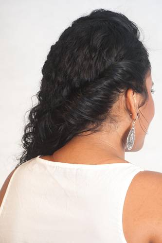 Penteado com os fios mais soltos Passo 3 - Beleza Natural