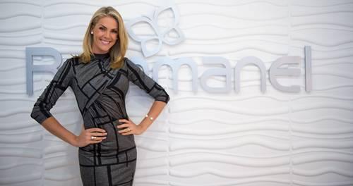 Ana Hickmann apresenta coleção de joias na inauguração da Rommanel em Miami ab47d67cd3