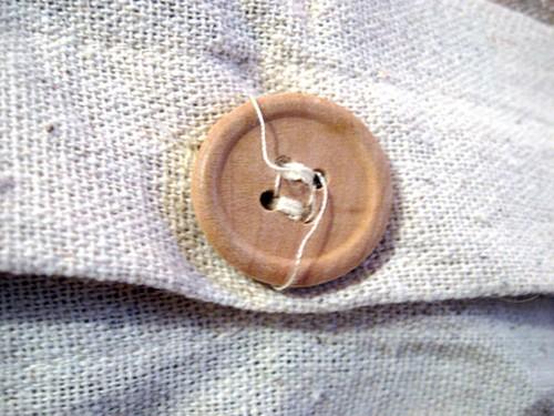 botão na camisa