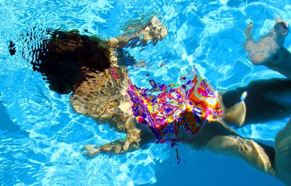 piscina mulher nadando