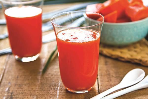 Batida de frutas vermelhas e papaya