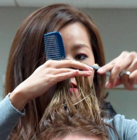 cortando o cabelo bonnie henderson