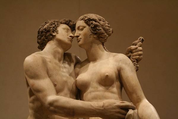 beijo estátuas