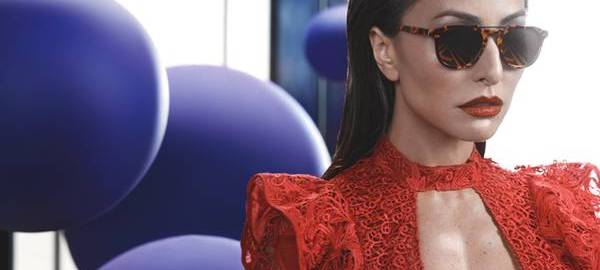 Sabrina Sato ousa em campanha para sua nova coleção de óculos bcc7ba0984