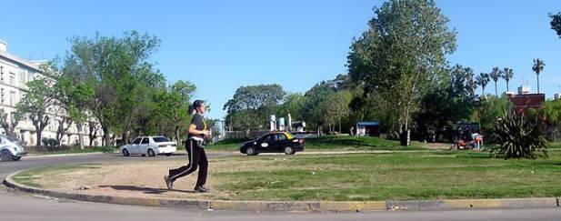 mulher correndo - alvimann - morguefile