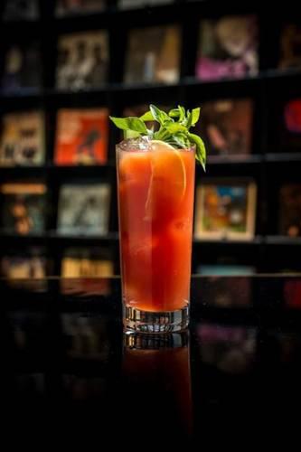 285677_616277_2_bloody_mary___vodka__suco_de_tomate_temperado_e_suco_de_limao_web_
