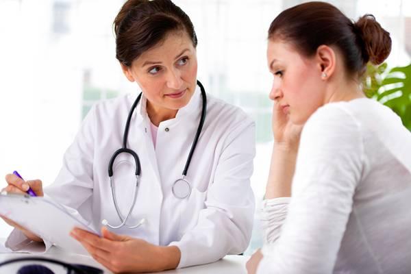 mulher consulta medica