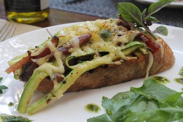 Bruschetta de abobrinha com queijo fontina e pancceta_04baixa.jpg
