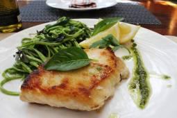 lombo-de-peixe-grelhado-ao-molho-de-peixe-acompanhado-de-tagliolini-de-rucula-na-manteiga-e-salvia_03bx