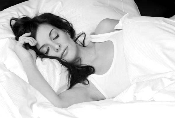 mulher-dormir_maquiada