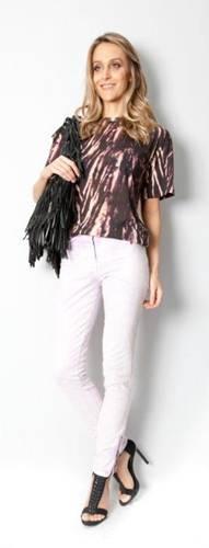 t-shirt-em-algodao-de-r255000-por-r76500-70-off