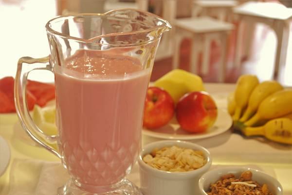 brunch-iogurte-cereal-frutas