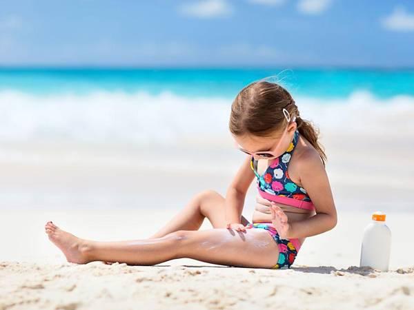 crianca-protetor-praia