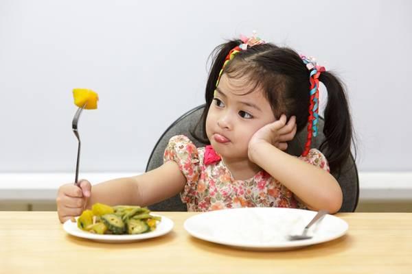 menina-comida
