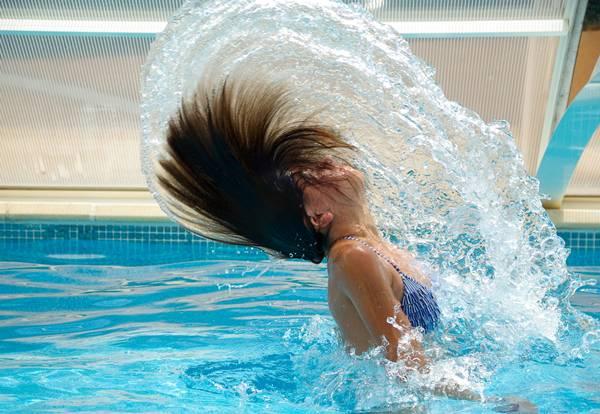 cabelos-na-piscina