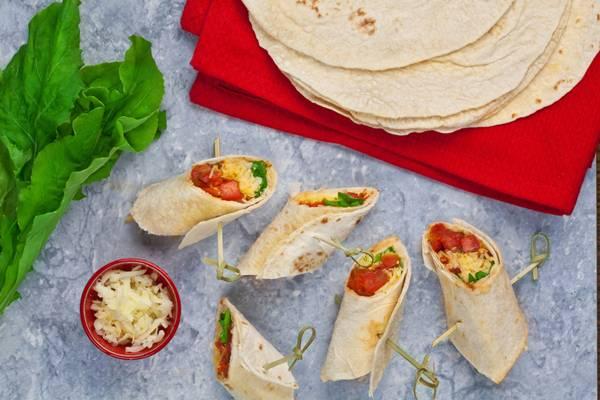 wrap com tomate e rucula.jpg