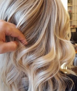 cabelo loiro cinza