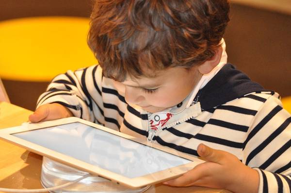 criança tablet pixavay