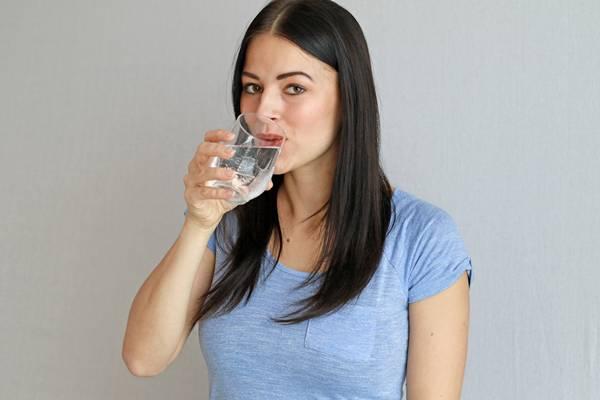 Hidratacao agua mulher