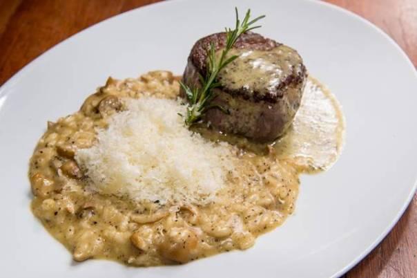 ERNESTO - Mignon-grelhado-com-molho-de-trufas-negras-e-risoto-cremoso-de-funghi-porcini-com-trufas-brancas