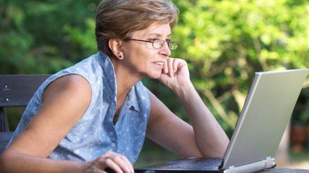 Sixty-and-Me mulher computador