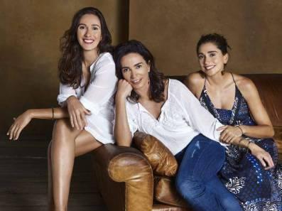 Isabel com as filhas Carol e Maria Clara