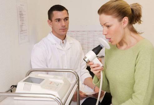 medico mulher teste pulmão
