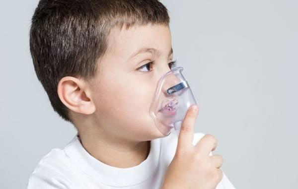 menino com asma
