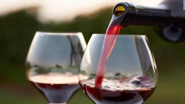 vinho tinto taças shutterstock