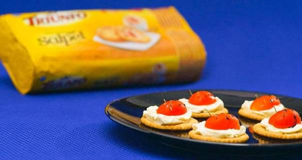 canapé de queijo e tomate_201692314221