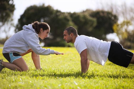 casal fazendo exercicio sht