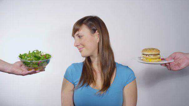 Shutterstok mulher alimentação