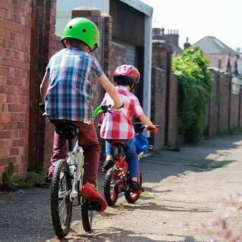 alley criança bicicleta pixavay