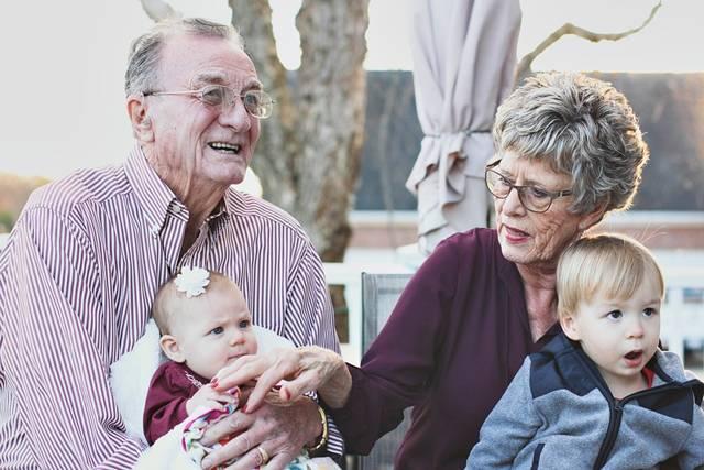 avós idosos netos pixabay