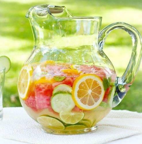 água com frutas