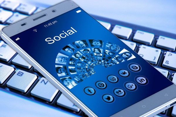 celular redes sociais