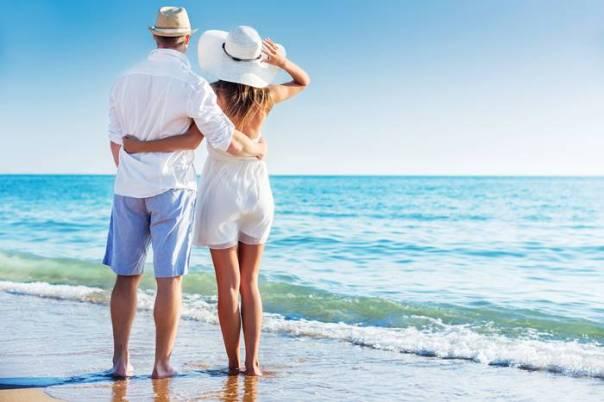 Depositphotos casal praia biliondigital