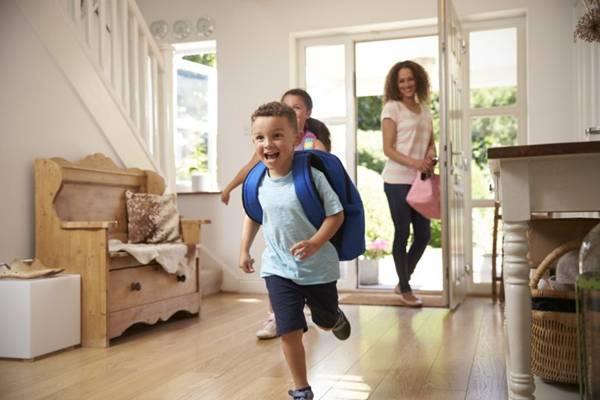 iStock- criançasa casa ferias