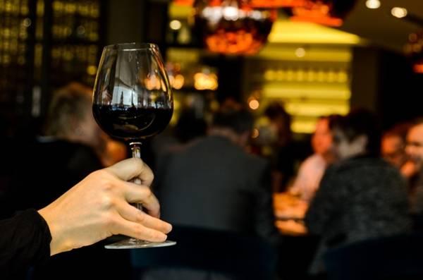 vinho-tributos-consumo