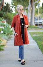 Eileen-Fisher-cotton-jacket- une femme