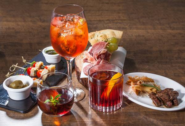 Momentro aperitivo italiano - drinques e pratos