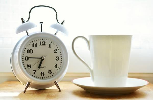 relogio despertador cafe