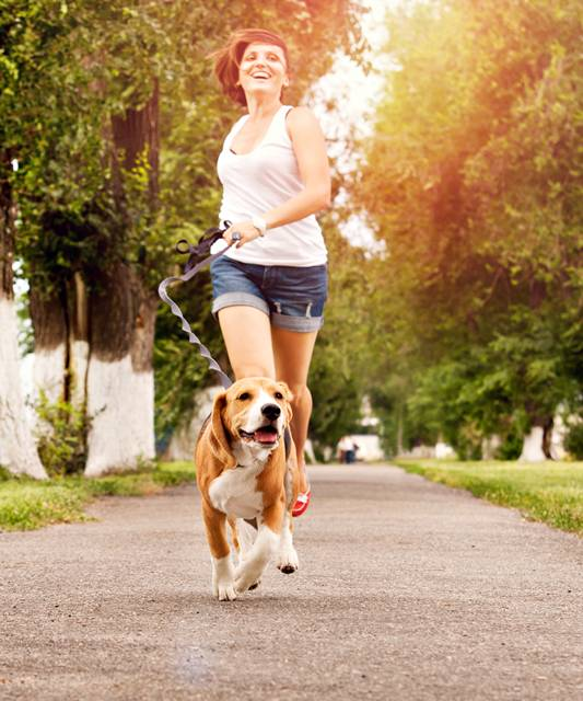 shutterstock mulher correndo cachorro
