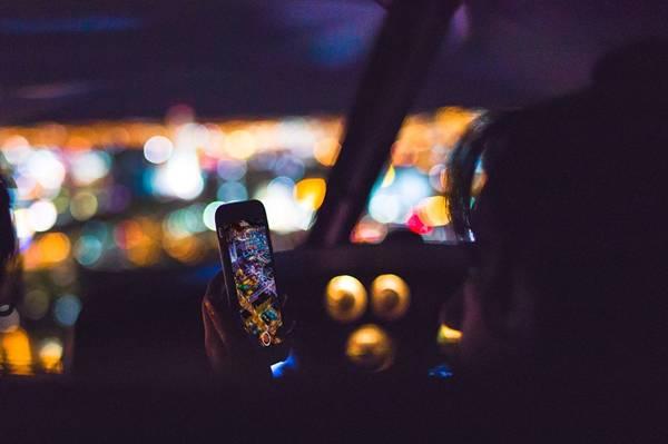 celular carro pixabay