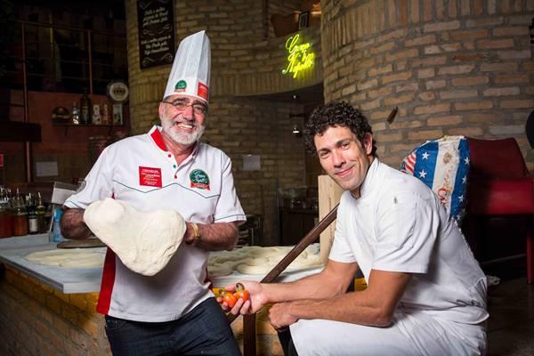 chef Rodrigo Oliveira e sócio Tony Martin_graça di napolli_créditos Mario Rodrigues bx